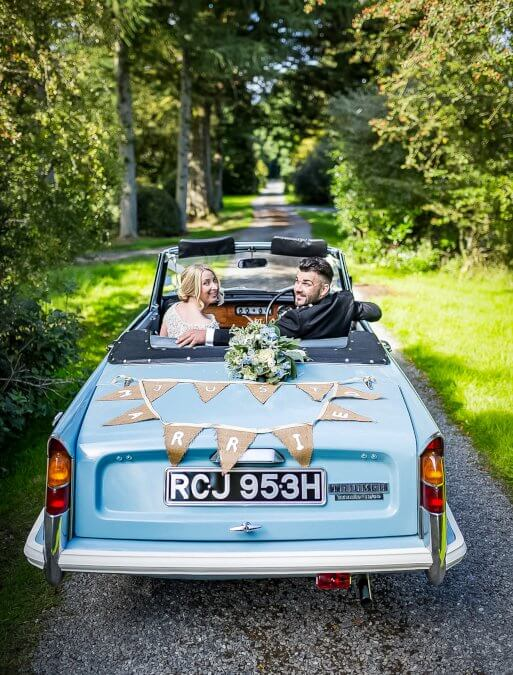Reasons to hire a classic car for your wedding
